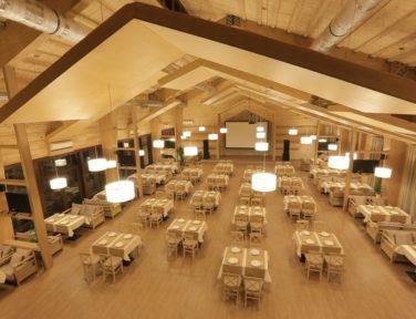 Ресторан из дерева